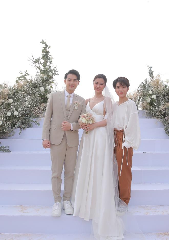 Nhìn lại dàn khách mời cực đỉnh trong siêu đám cưới Đông Nhi: Nhã Phương - Hari Won nền nã, hội mỹ nhân ai cũng cực xinh - ảnh 17