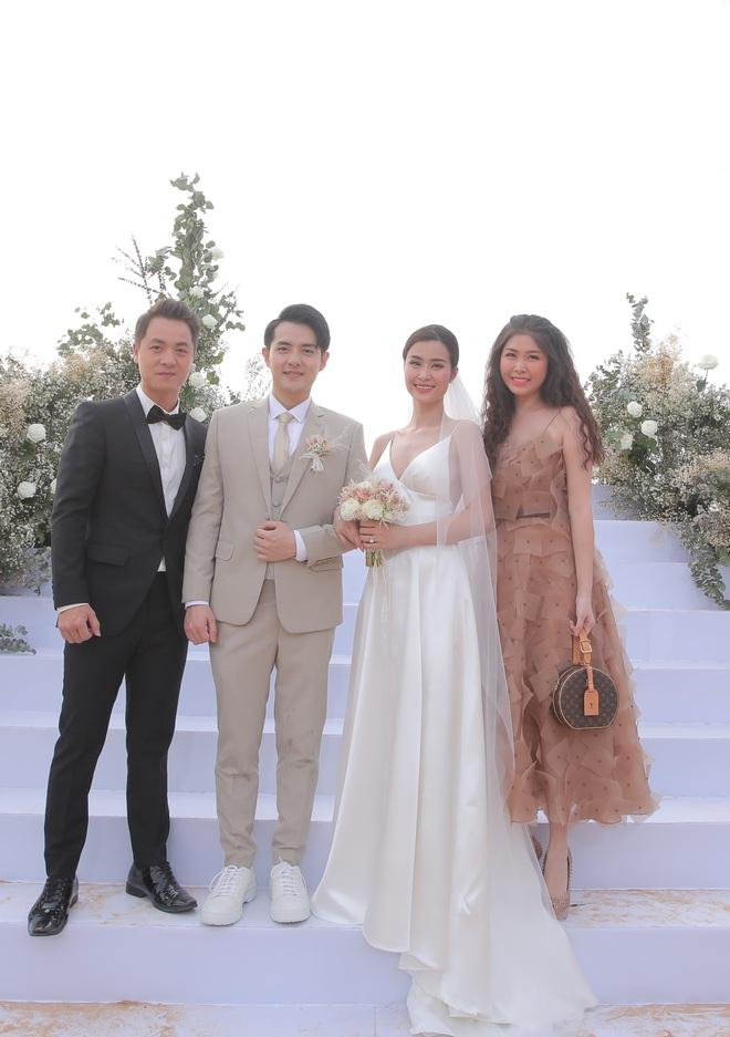 Nhìn lại dàn khách mời cực đỉnh trong siêu đám cưới Đông Nhi: Nhã Phương - Hari Won nền nã, hội mỹ nhân ai cũng cực xinh - ảnh 11