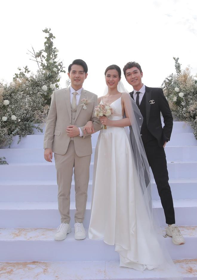 Nhìn lại dàn khách mời cực đỉnh trong siêu đám cưới Đông Nhi: Nhã Phương - Hari Won nền nã, hội mỹ nhân ai cũng cực xinh - ảnh 16