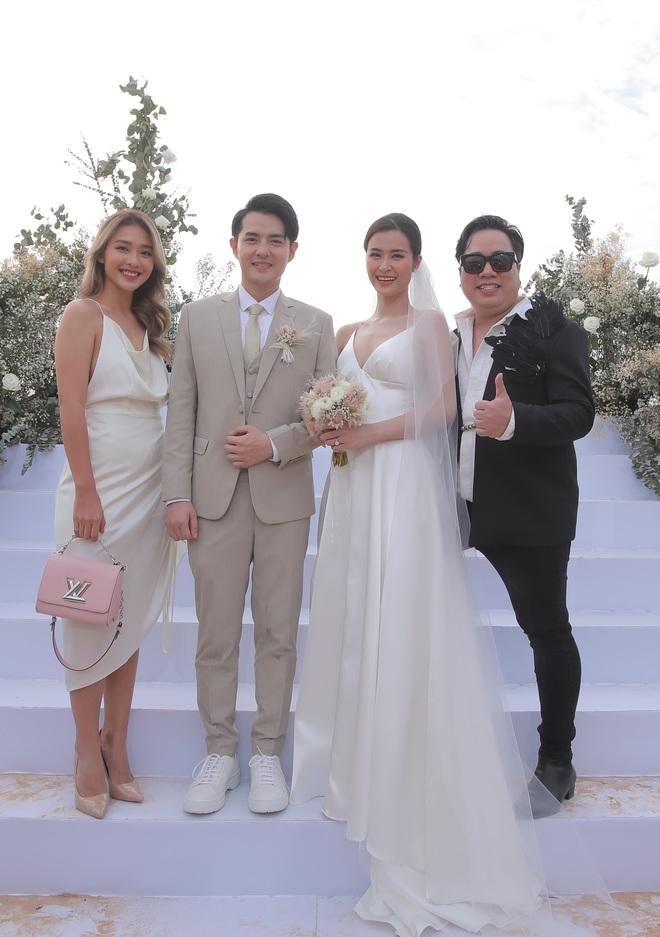 Nhìn lại dàn khách mời cực đỉnh trong siêu đám cưới Đông Nhi: Nhã Phương - Hari Won nền nã, hội mỹ nhân ai cũng cực xinh - ảnh 14