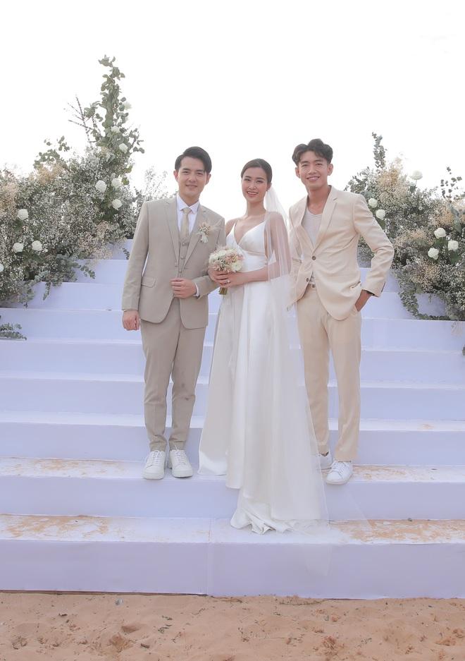 Nhìn lại dàn khách mời cực đỉnh trong siêu đám cưới Đông Nhi: Nhã Phương - Hari Won nền nã, hội mỹ nhân ai cũng cực xinh - ảnh 13