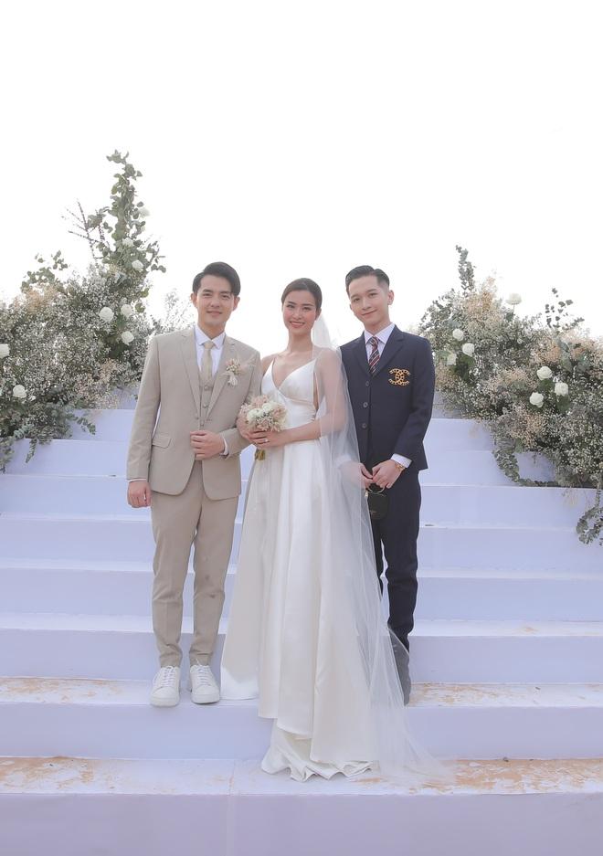 Nhìn lại dàn khách mời cực đỉnh trong siêu đám cưới Đông Nhi: Nhã Phương - Hari Won nền nã, hội mỹ nhân ai cũng cực xinh - ảnh 12