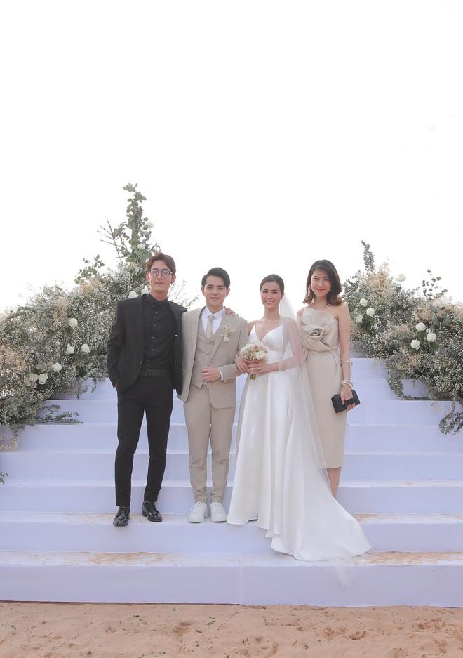 Nhìn lại dàn khách mời cực đỉnh trong siêu đám cưới Đông Nhi: Nhã Phương - Hari Won nền nã, hội mỹ nhân ai cũng cực xinh - ảnh 8