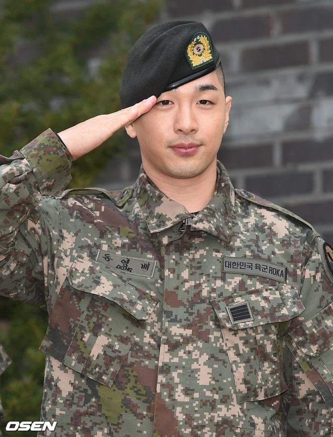 Taeyang và Daesung (BIGBANG) chính thức xuất ngũ: Béo lên trông thấy, vui mừng trước 1000 fan vây kín cả khu vực - ảnh 5