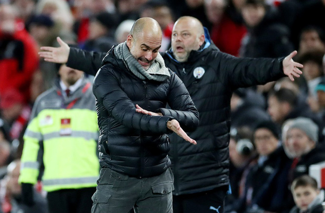 HLV Man City trợn mắt, trút cơn thịnh nộ vào trọng tài khi cầu thủ Liverpool để bóng chạm tay rõ ràng mà không bị phạt đền - ảnh 2