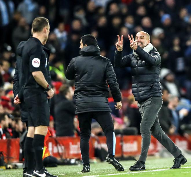 HLV Man City trợn mắt, trút cơn thịnh nộ vào trọng tài khi cầu thủ Liverpool để bóng chạm tay rõ ràng mà không bị phạt đền - ảnh 5
