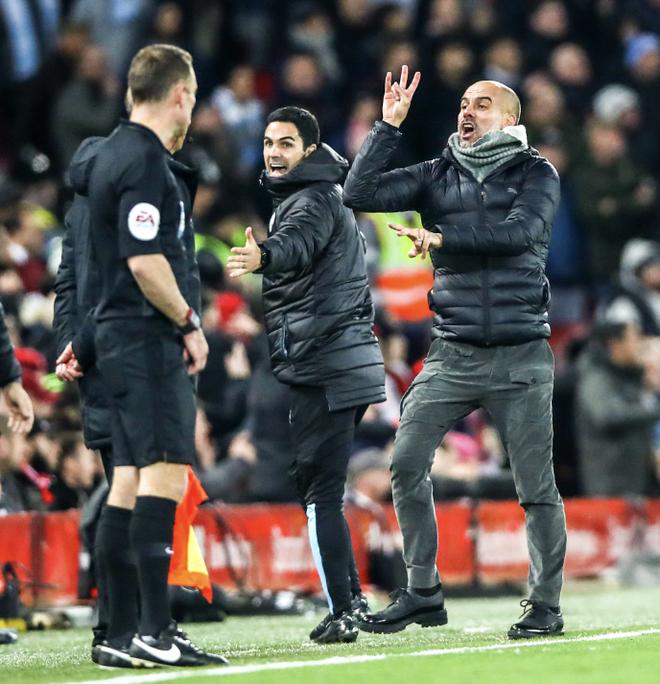 HLV Man City trợn mắt, trút cơn thịnh nộ vào trọng tài khi cầu thủ Liverpool để bóng chạm tay rõ ràng mà không bị phạt đền - ảnh 4