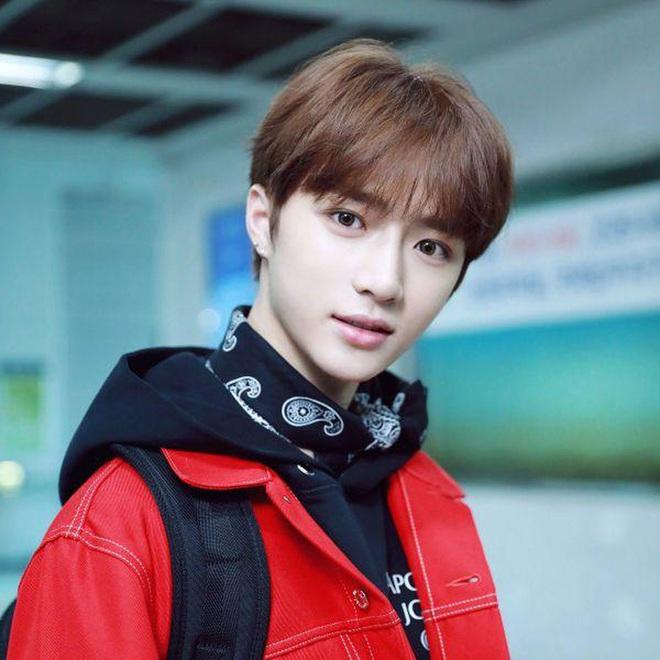 Tuổi trẻ tài cao như hội idol Kpop 2k1 chuẩn bị thi Đại học: Toàn tân binh khủng long, riêng Jeon Somi đã làm center quốc dân năm 15 tuổi - Ảnh 12.