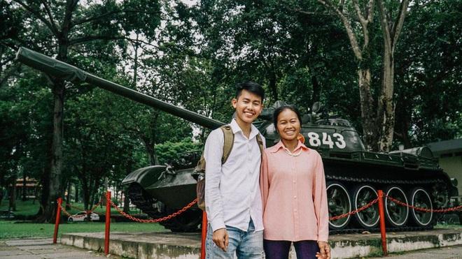"""Bất ngờ ghé thăm Sài Gòn, con trai YouTuber """"Ẩm thực mẹ làm"""" nhắn nhủ: Mong sao mẹ luôn khỏe để con dẫn đi du lịch nhiều nơi! - Ảnh 2."""