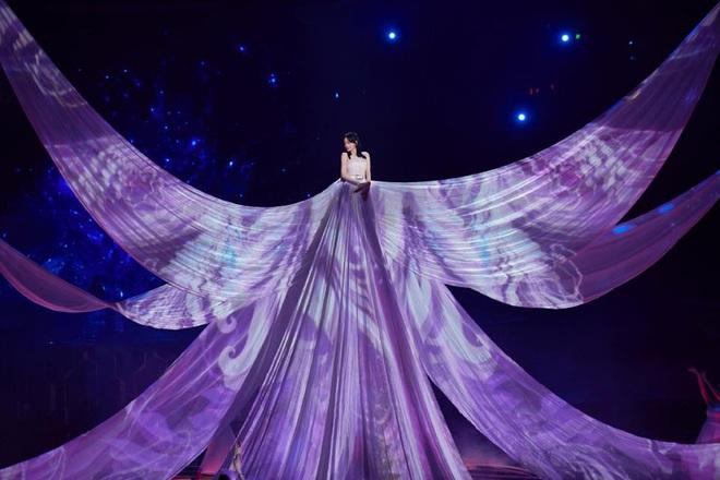 Màn xuất hiện hoành tráng nhất sóng truyền hình: Tần Lam gây sốt với chiếc váy siêu ảo diệu phá đảo cả Weibo - ảnh 4