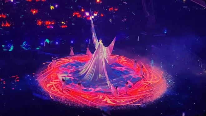 Màn xuất hiện hoành tráng nhất sóng truyền hình: Tần Lam gây sốt với chiếc váy siêu ảo diệu phá đảo cả Weibo - ảnh 6