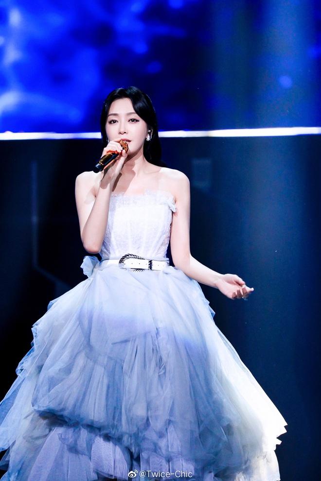 Màn xuất hiện hoành tráng nhất sóng truyền hình: Tần Lam gây sốt với chiếc váy siêu ảo diệu phá đảo cả Weibo - ảnh 2