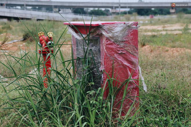 Bến xe Miền Đông mới trị giá 4.000 tỉ đồng đã hoàn thành nhưng vẫn án binh bất động, cỏ dại phủ kín xung quanh - ảnh 14