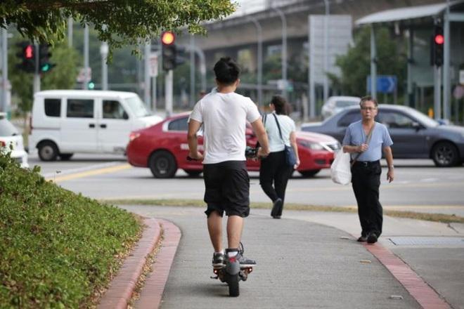 Những tác động từ việc thắt chặt kiểm soát xe trượt điện của Singapore - ảnh 1