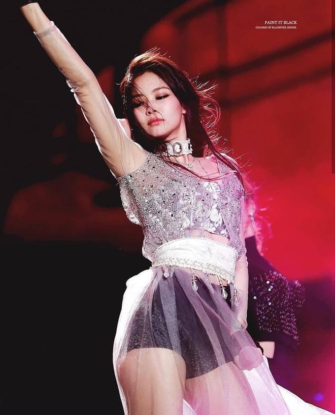 Một năm nhìn lại: SOLO chính là bản hit thần kỳ giúp Jennie (BLACKPINK) đứng lên từ scandal, một bước trở thành nữ ca sĩ solo hàng đầu Kpop - ảnh 7
