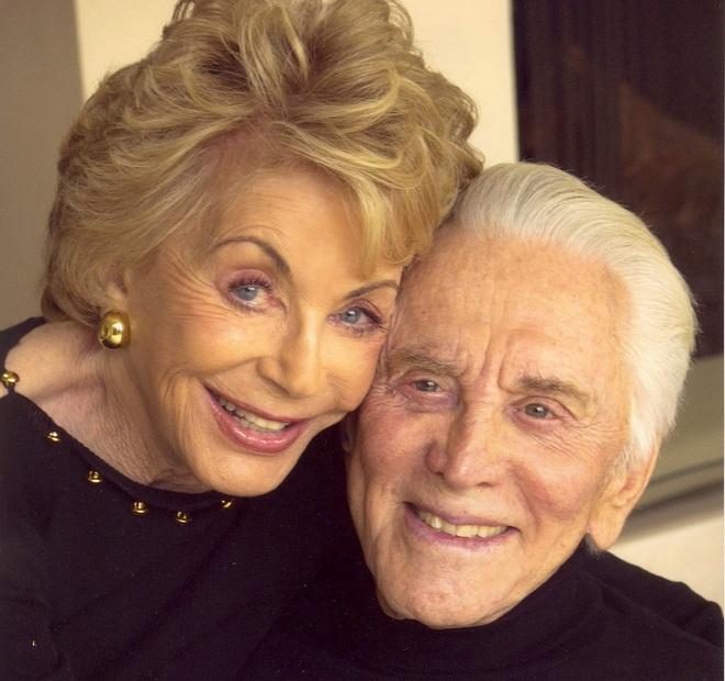 Tình yêu cổ tích của cặp đôi Hollywood: Ở bên nhau hơn 6 thập kỷ, đầu bạc răng long nhưng tình cảm chỉ càng thêm sâu đậm - ảnh 5