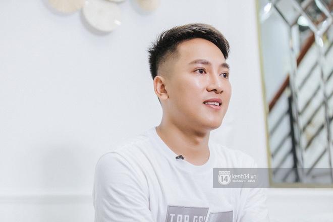 Châu Khải Phong và những thăng trầm trong 10 năm đi hát: Ca sĩ hội chợ đáng được ngợi ca hơn chê bai - ảnh 10