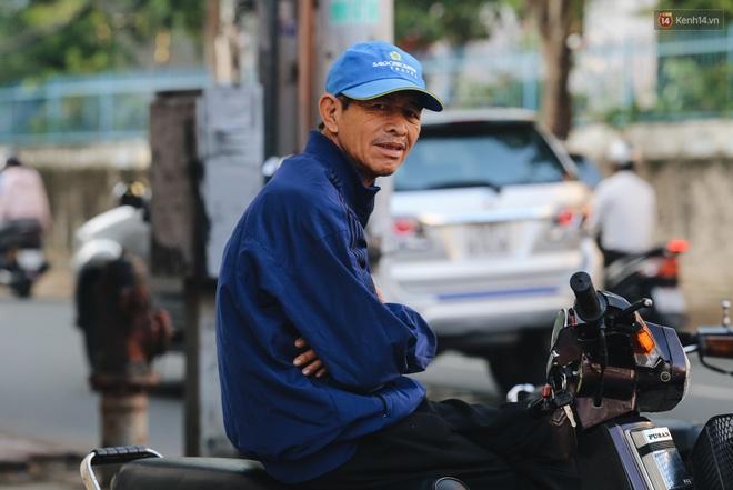 Chùm ảnh: Sài Gòn bất chợt se lạnh như trời Đà Lạt, người dân thích thú mặc áo ấm và choàng khăn ra đường - ảnh 8