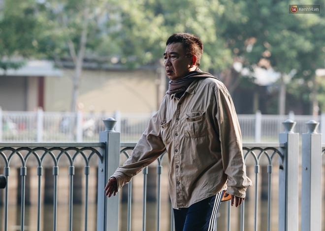 Chùm ảnh: Sài Gòn bất chợt se lạnh như trời Đà Lạt, người dân thích thú mặc áo ấm và choàng khăn ra đường - ảnh 5