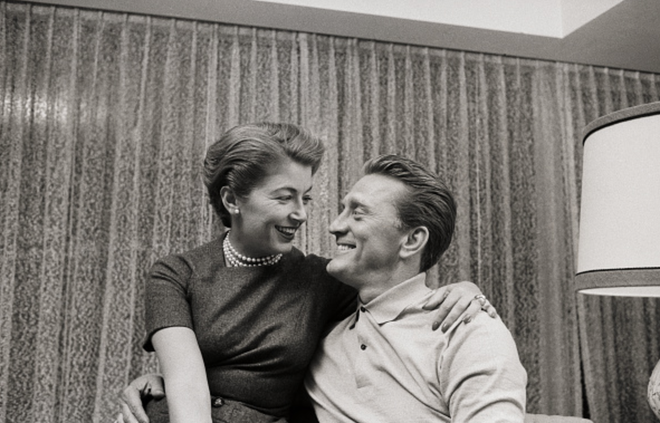 Tình yêu cổ tích của cặp đôi Hollywood: Ở bên nhau hơn 6 thập kỷ, đầu bạc răng long nhưng tình cảm chỉ càng thêm sâu đậm - ảnh 2