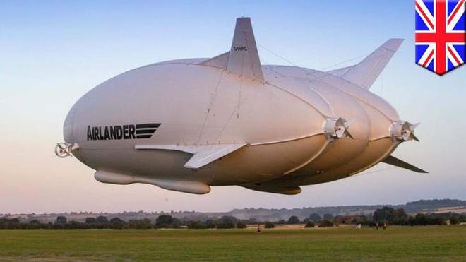 """Chiếc máy bay """"lừa tình"""" nhất thế giới: Bên ngoài như khinh khí cầu, bên trong đẹp hệt khách sạn 5 sao đưa khách du ngoạn Bắc Cực - Ảnh 1."""