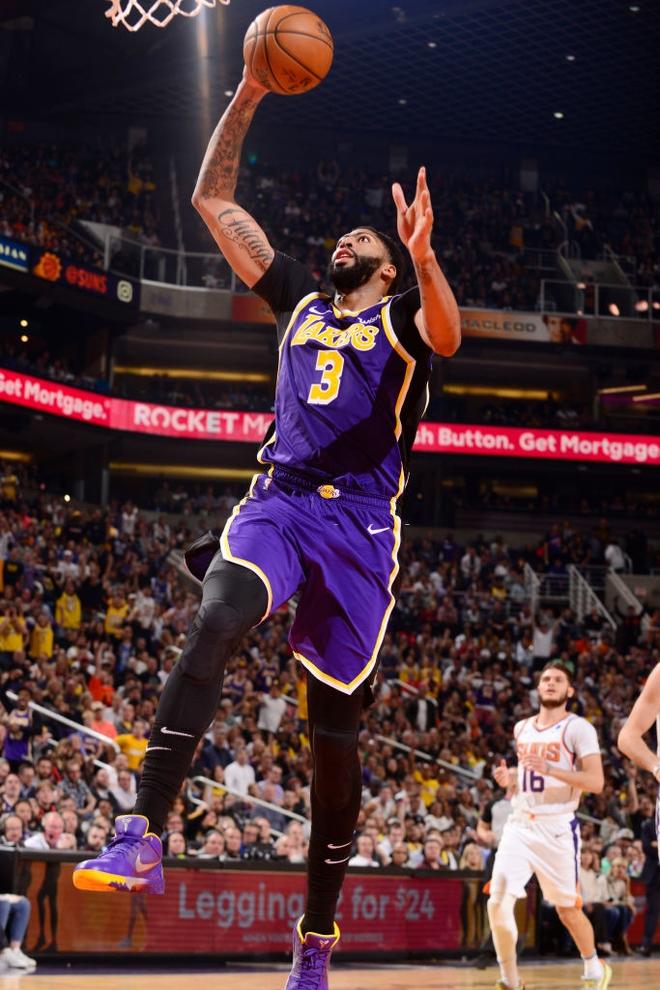 NBA 19-20: Bùng nổ ở những phút cuối trận, Los Angeles Lakers vượt qua Phoenix Suns trong trận đấu đầy kịch tính - ảnh 2