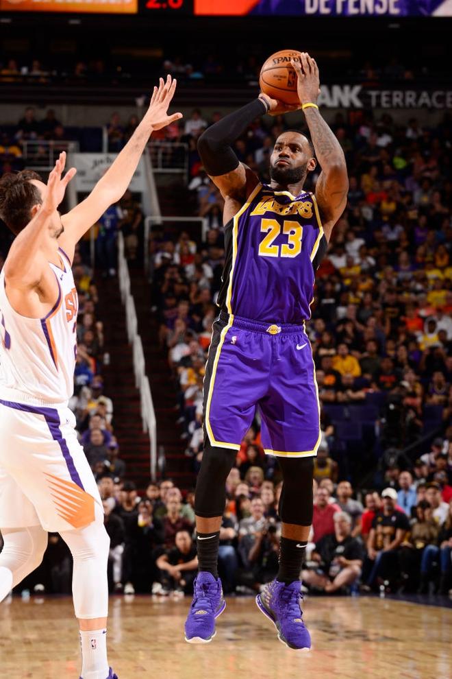 NBA 19-20: Bùng nổ ở những phút cuối trận, Los Angeles Lakers vượt qua Phoenix Suns trong trận đấu đầy kịch tính - ảnh 3