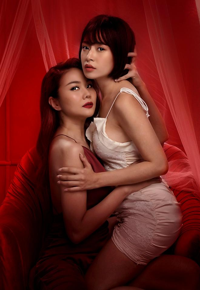 Thanh Hằng - Chi Pu ôm ấp nhau từ hậu trường tới poster phim: Chị Chị Em Em là bách hợp chứ chối cãi gì nữa? - ảnh 8