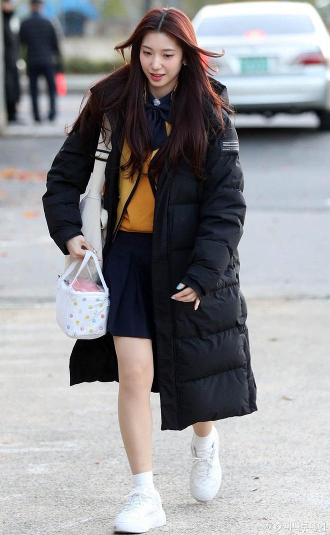 Khung cảnh thần tiên idol Kpop đi thi đại học: Ai cũng diện đồng phục đẹp mãn nhãn, nữ thần lai đọ sắc bên ITZY, LOONA - ảnh 17