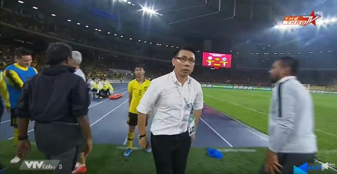 Malaysia vỡ òa sung sướng sau khi đánh bại Thái Lan, giúp tuyển Việt Nam lên ngôi đầu - ảnh 8