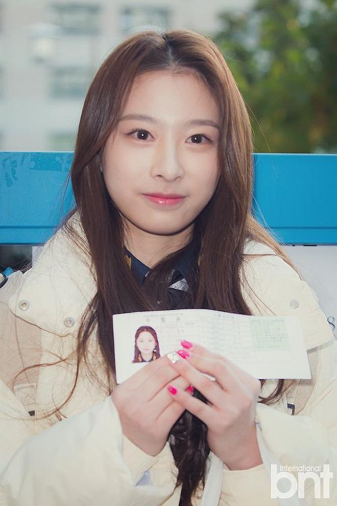 Khung cảnh thần tiên idol Kpop đi thi đại học: Ai cũng diện đồng phục đẹp mãn nhãn, nữ thần lai đọ sắc bên ITZY, LOONA - ảnh 23