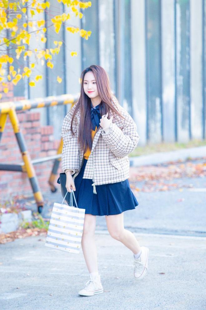 Khung cảnh thần tiên idol Kpop đi thi đại học: Ai cũng diện đồng phục đẹp mãn nhãn, nữ thần lai đọ sắc bên ITZY, LOONA - ảnh 25
