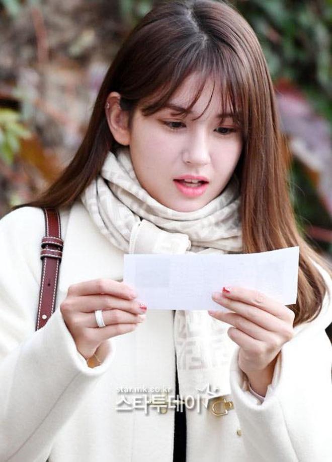Khung cảnh thần tiên idol Kpop đi thi đại học: Ai cũng diện đồng phục đẹp mãn nhãn, nữ thần lai đọ sắc bên ITZY, LOONA - ảnh 3