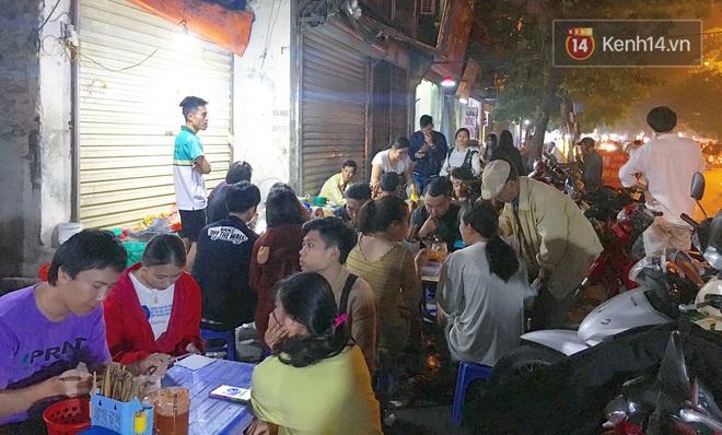 Ở một Hà Nội đất chật người đông, ai còn niềm tin rằng vẫn tồn tại quán phở 15k/bát mà còn ngập thịt bò, thịt gà thế này? - Ảnh 3.