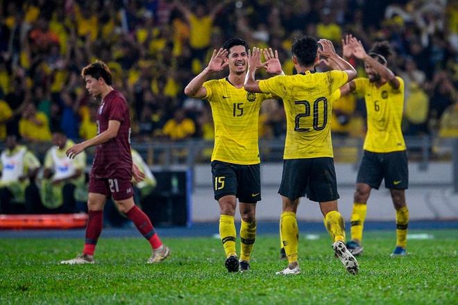 Malaysia vỡ òa sung sướng sau khi đánh bại Thái Lan, giúp tuyển Việt Nam lên ngôi đầu - ảnh 5