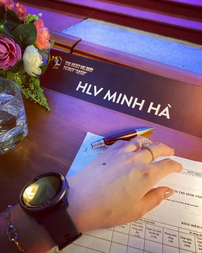 Xôn xao ảnh MC Minh Hà đeo đồng hồ đôi bên người đàn ông lạ mặt, rộ nghi vấn đang bí mật hẹn hò - ảnh 2