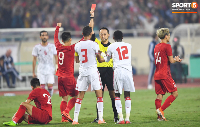 Chàng trai sáng nhất đêm nay của tuyển Việt Nam - Nguyễn Tiến Linh: Khiến đội bạn nhận thẻ đỏ, rồi ghi siêu phẩm đỉnh cao - ảnh 4