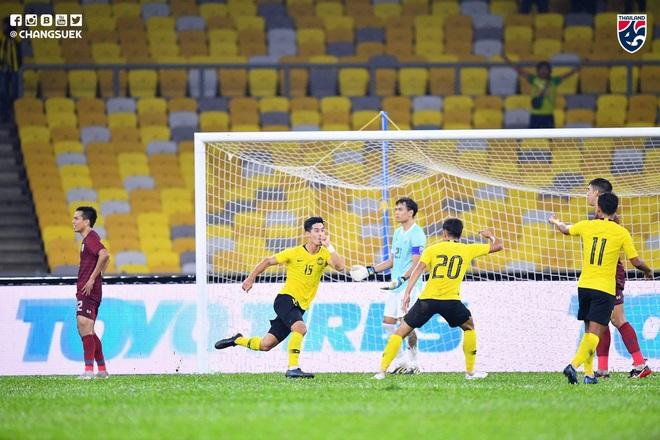 Malaysia vỡ òa sung sướng sau khi đánh bại Thái Lan, giúp tuyển Việt Nam lên ngôi đầu - ảnh 2