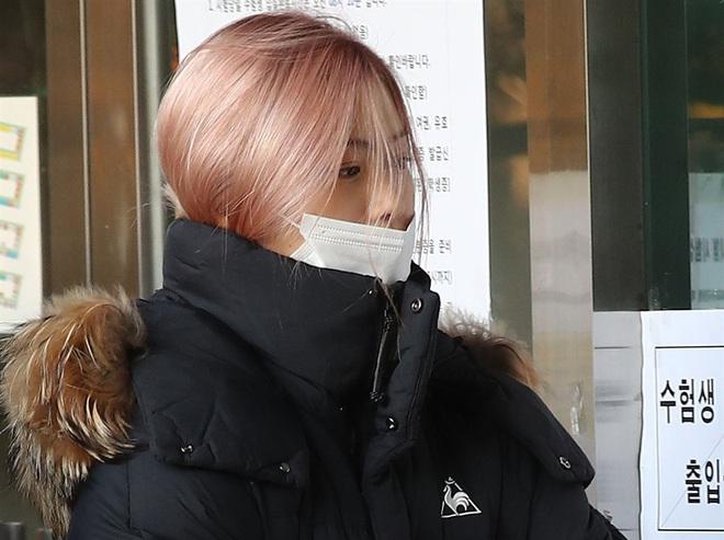 Nửa triệu sĩ tử Hàn Quốc hoàn thành kỳ thi đại học khốc liệt, nhiều nữ thần tượng xinh đẹp góp mặt trong dàn thí sinh - ảnh 4