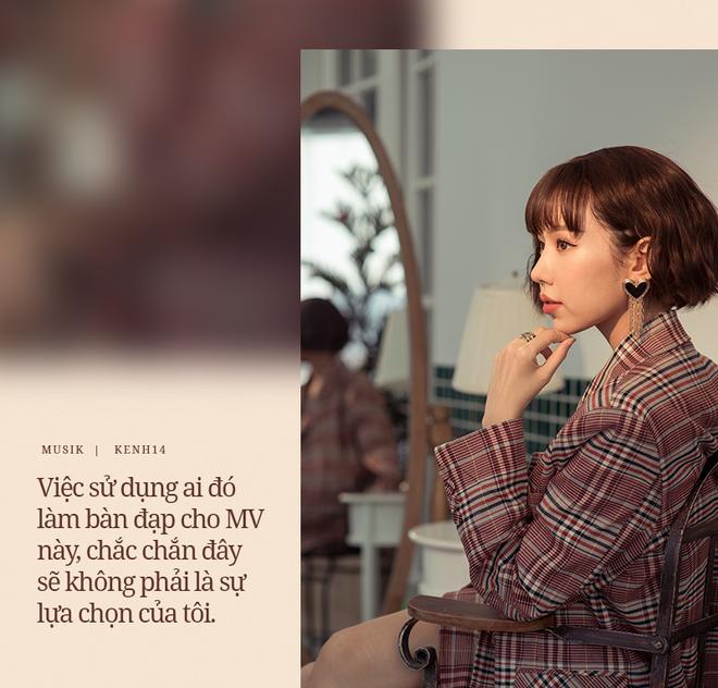 Min: Khán giả chẳng bao giờ chán nội dung người thứ ba, đam mỹ, bách hợp. Tôi thì muốn MV của mình đẹp, nghệ thuật, đừng drama quá. - ảnh 4