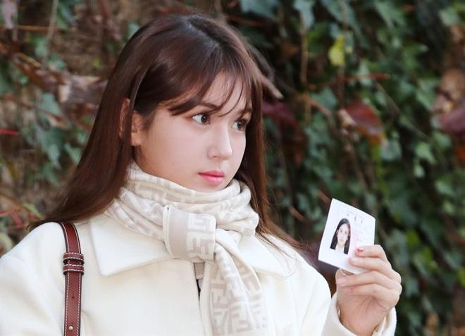 Nửa triệu sĩ tử Hàn Quốc hoàn thành kỳ thi đại học khốc liệt, nhiều nữ thần tượng xinh đẹp góp mặt trong dàn thí sinh - ảnh 3