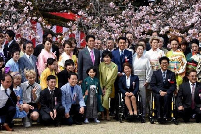 Nhật Bản bất ngờ huỷ bỏ lễ hội hoa anh đào năm 2020 - ảnh 1