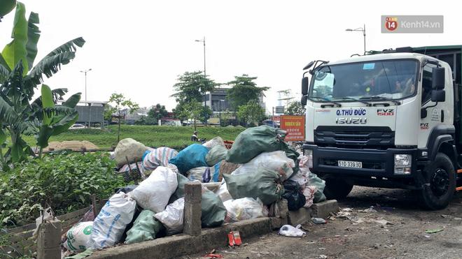 Clip: Ngộp thở những bãi tập kết rác bất đắc dĩ ở Sài Gòn - ảnh 5