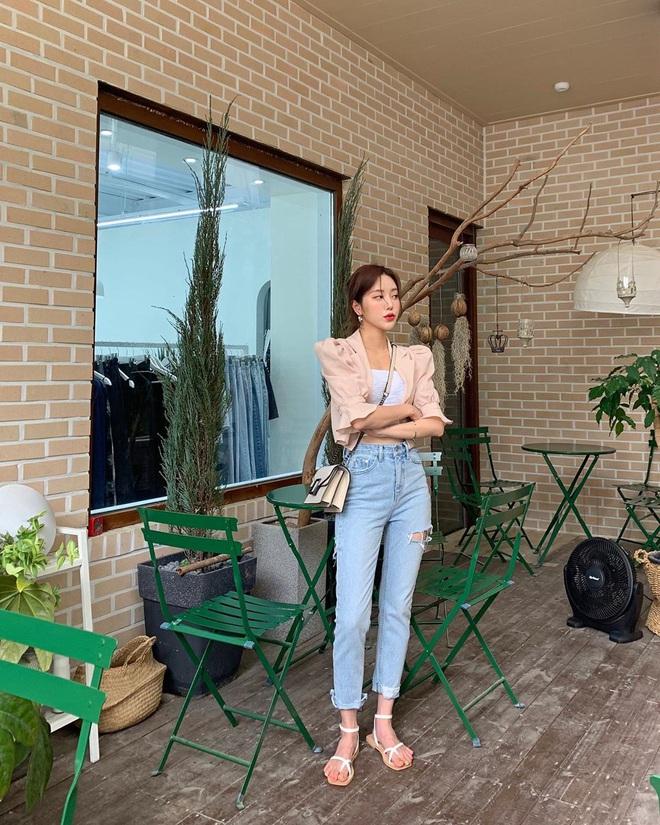7 kiểu quần jeans được các BTV thời trang chỉ ra còn lâu mới lỗi thời, mặc đẹp được chục năm là ít - ảnh 23