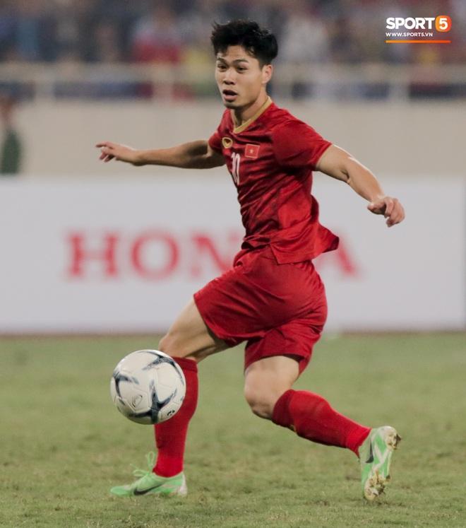 Công Phượng đi bóng như đâm vào tường, trở thành trò cười cho cầu thủ UAE và khán giả Việt - ảnh 12