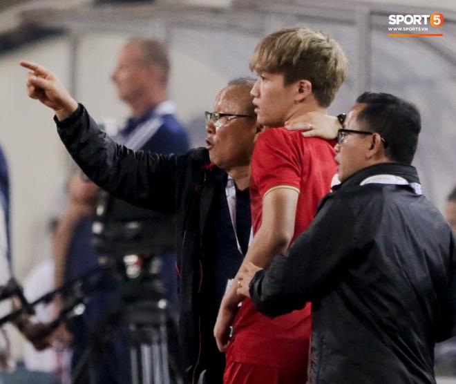 Tân binh gợi nhớ Xuân Trường với chiếc áo số 6 trong trận đấu ra mắt đội tuyển Việt Nam - ảnh 2