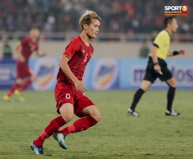 Tân binh gợi nhớ Xuân Trường với chiếc áo số 6 trong trận đấu ra mắt đội tuyển Việt Nam - ảnh 1