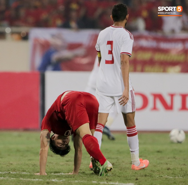 Công Phượng đi bóng như đâm vào tường, trở thành trò cười cho cầu thủ UAE và khán giả Việt - ảnh 5