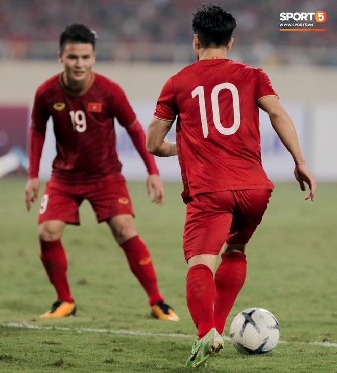 Công Phượng đi bóng như đâm vào tường, trở thành trò cười cho cầu thủ UAE và khán giả Việt - ảnh 11