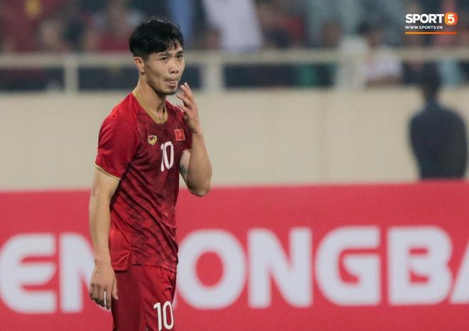 Công Phượng đi bóng như đâm vào tường, trở thành trò cười cho cầu thủ UAE và khán giả Việt - ảnh 14